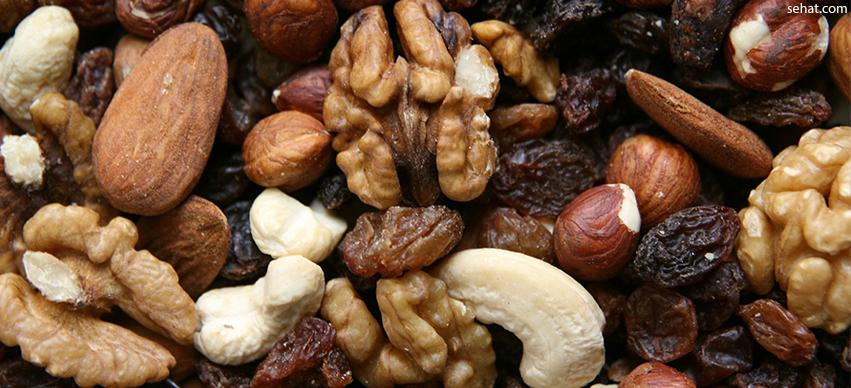 Nuts and dry fruits - Food to eat after ovulation to get pregnant